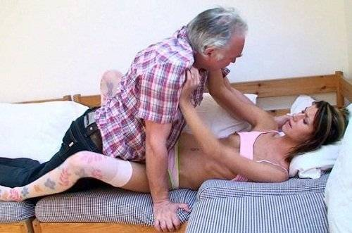 Very seductive granddaughter dragged grandfather in bed!