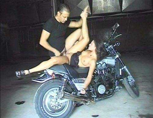 Секс на мотоцикле смотреть онлайн